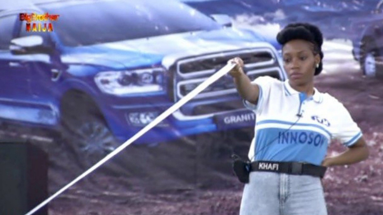 Khafi during the ribbon challenge (Twitter/@BBNaija)