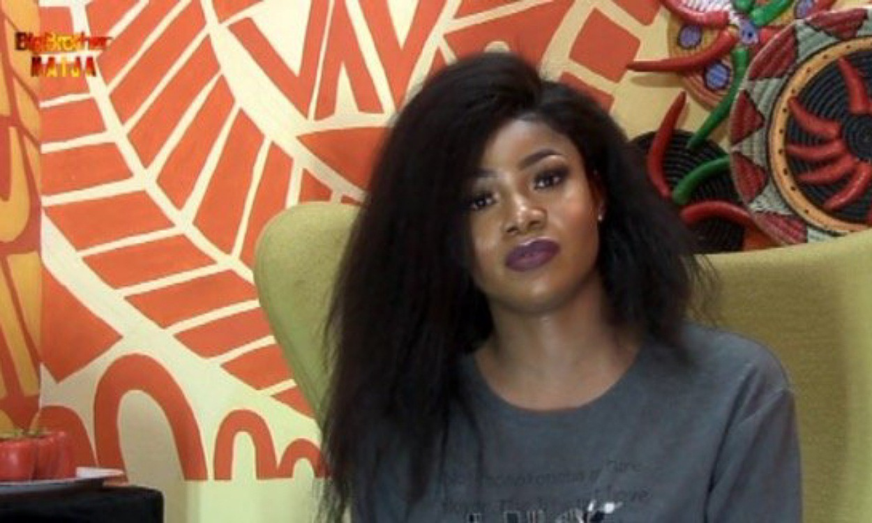 (VIDEO): Tacha knelt down in the diary room and apologized to Biggie for disrespecting him and authorities